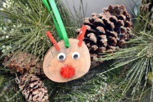 DIY-Rustic-Wood-Slice-Reindeer-Ornament